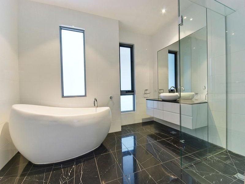 Modern-bathroom-design-with-freestanding-bath-using-ceramic
